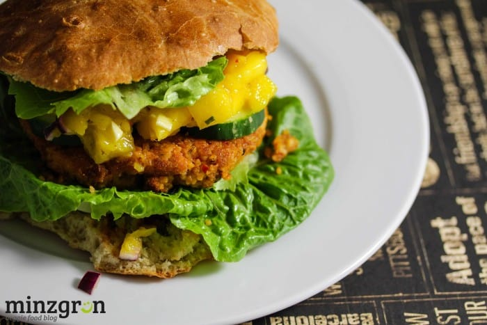 Couscous-Patty Burger mit Mangochutney