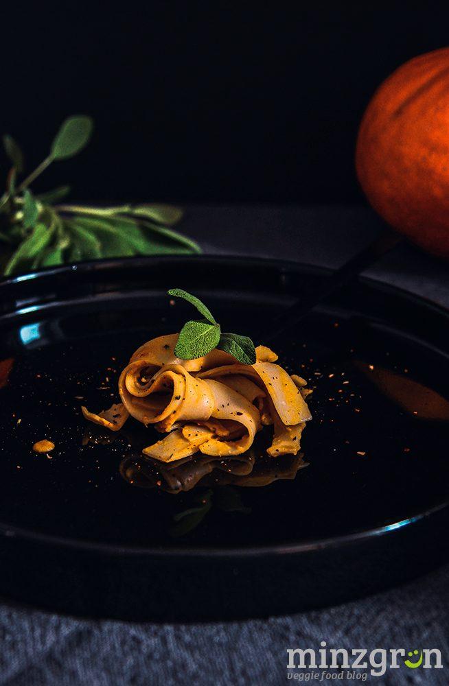 Pasta mit Kürbis Carbonara Soße